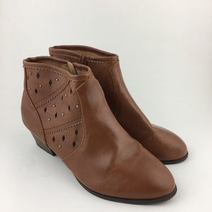 Comfort View Brown Cut Out Booties 12W